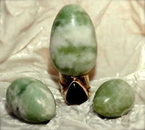 Jade_Eggs_usually_come_in_3_different_sizes